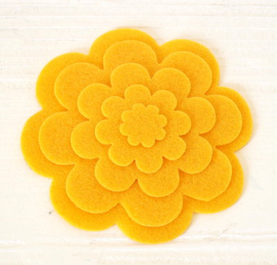 5 fiori fustellati in pannolenci - Giallo