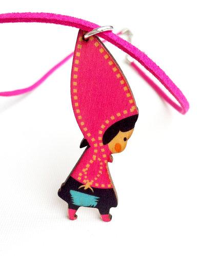 Collana con pendente in legno: Cappuccetto Rosso