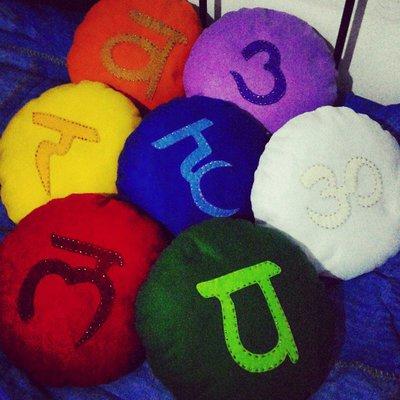 Set di Cuscini da Meditazione raffiguranti i 7 Chakra