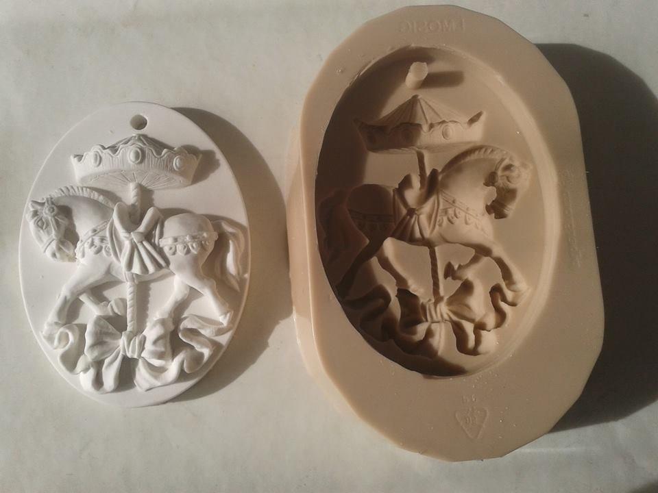 Stampo cavallo su giostra in gomma siliconica