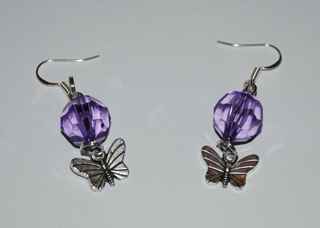 Orecchini con pietra viola e farfalla