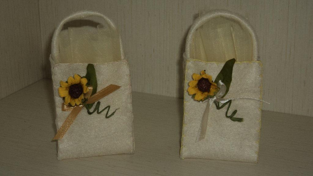 sacchetti confetti segnaposto pannolenci panna artigianali festone girasole