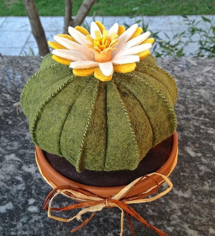 cactus in feltro cuscino della suocera con fiore giallo - Per la ca...  su MissHobby