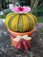 cactus in feltro cuscino della suocera con fiore rosa