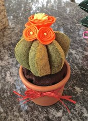 cactus in feltro con fiori arancioni in feltro