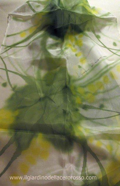 sciarpa dipinta a mano su seta, linea evanescenze, verdone, il giardino dell'acero rosso