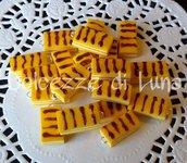 1 pezzo ciondolo charm merendina kinder brioss in fimo fatta a mano senza stampi per orecchini o bracciali