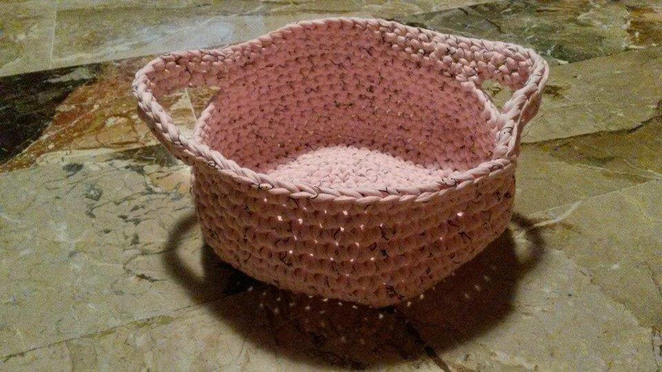 Cesto rosa con manici