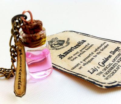 Collana con pendente a bottiglietta: Amortentia Harry Potter