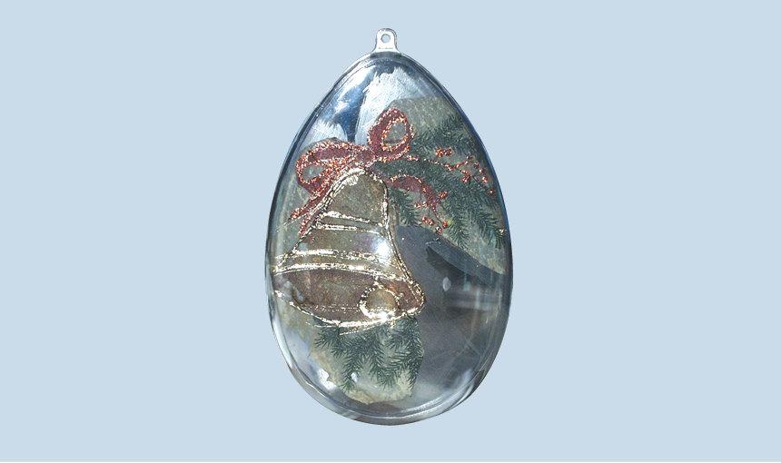 Uovo di plastica trasparente