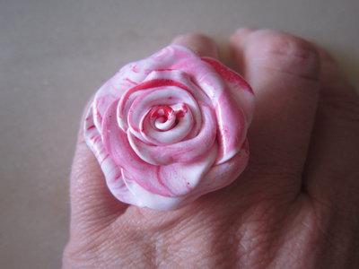 Anello rosa in fimo