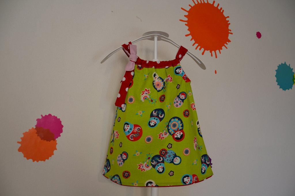 vestitocon matrioske per bambina in tessuto naturale fatto a mano