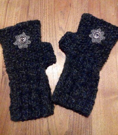 Scalda polso in lana decorato con bottoni