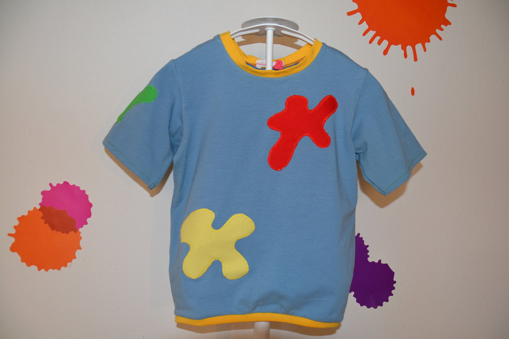 Maglia bambino celeste,con macchie colorate fatta a mano in cotone