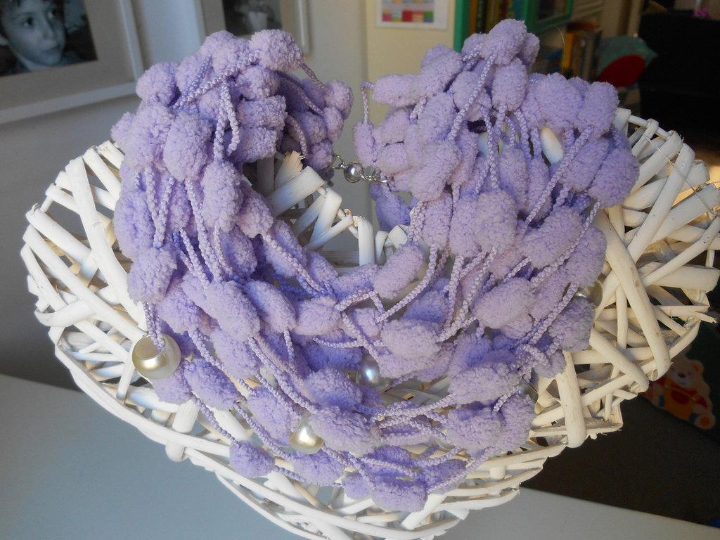 avvolgente girocollo in ciniglia color lilla