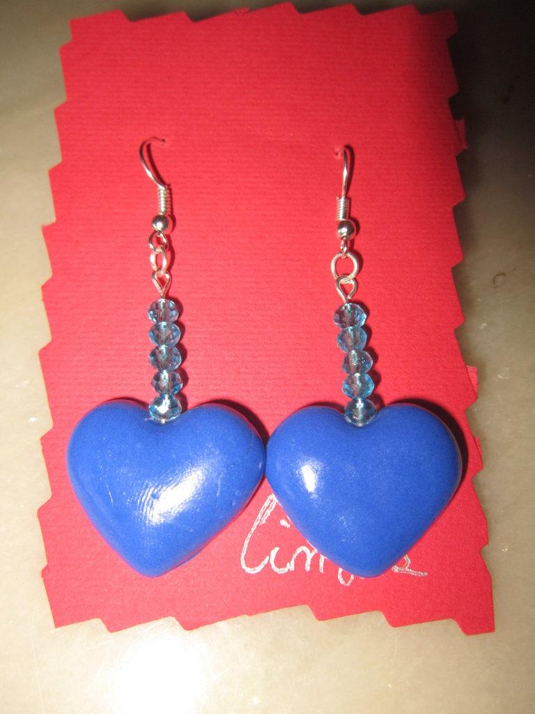 Orecchini pendenti con cuore azzurro in fimo