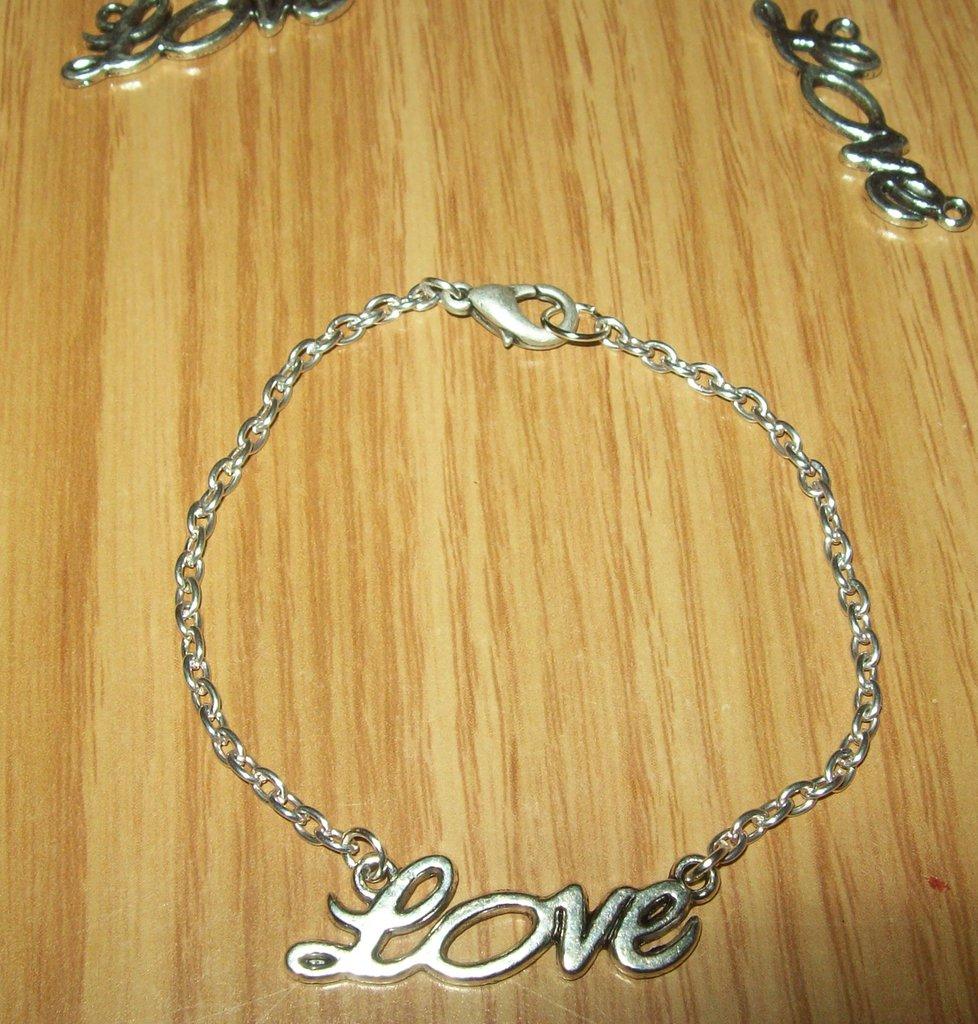 """Braccialetto scritta """"Love"""""""