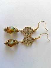 orecchini perla sfaccettata vetro di Boemia verde riflessi topazio, coppette e connettore