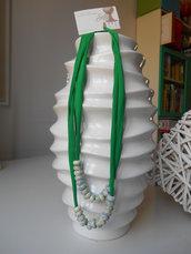 collana in licra con perle in ceramica
