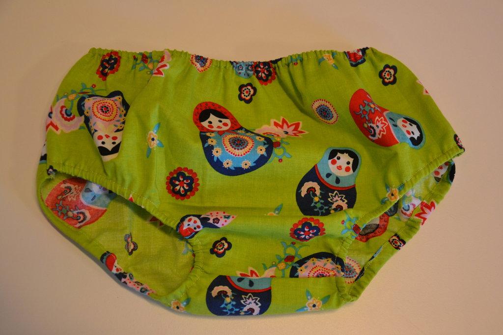 mutandina copri pannolino verde con matrioske  in tessuto naturale fatto a mano
