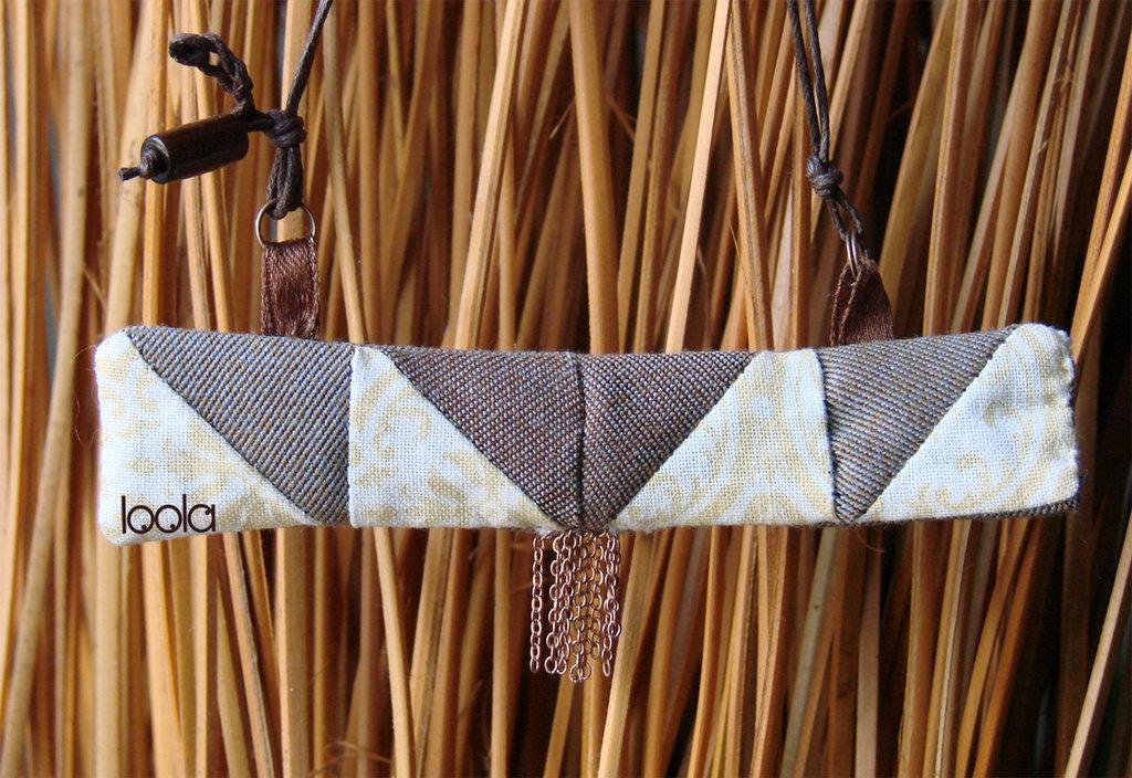 collana in stoffa ciondolo rettangolare