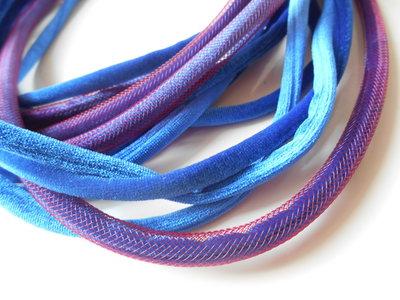 collana multifilo in velluto bleu e retina bordeaux