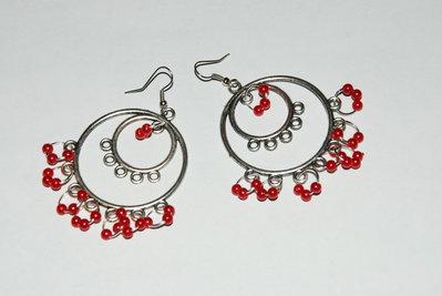 Orecchini doppio cerchio e perline rosse