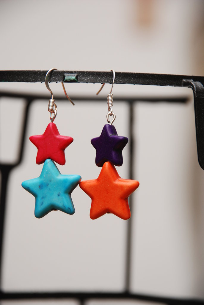 Orecchini con stelle colorate