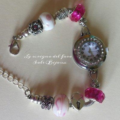 Bracciale in acciaio con orologio e perle a foro largo fucsia