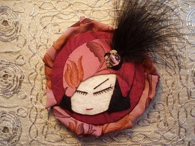 Madame Curie, Broche