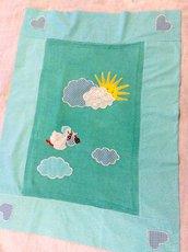 Copertina neonato con cicogna e nuvole