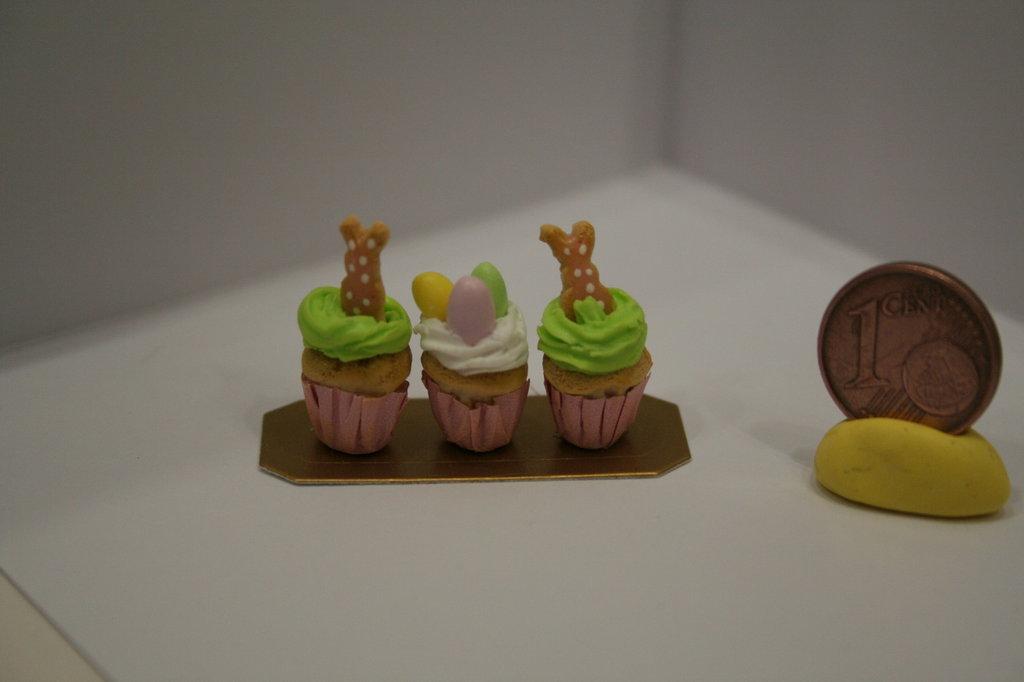 Vassoio con miniature di CUPCAKES per doll house a tema pasquale
