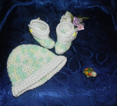 Stivaletti e cappellino bebè unisex misto lana con sfumature particolari