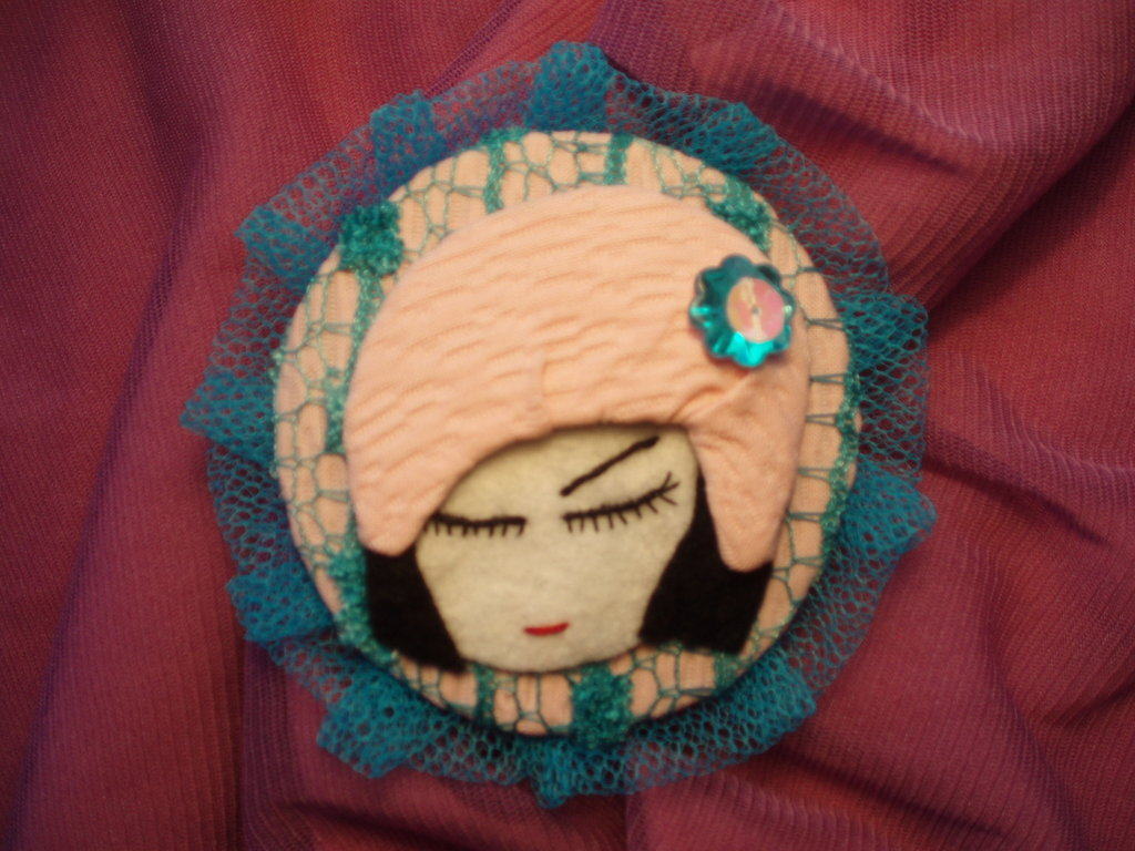 Ice Pink, Broche