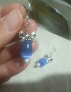 Orecchini con cristallo cinese blu e fiocco, con monachella argentata