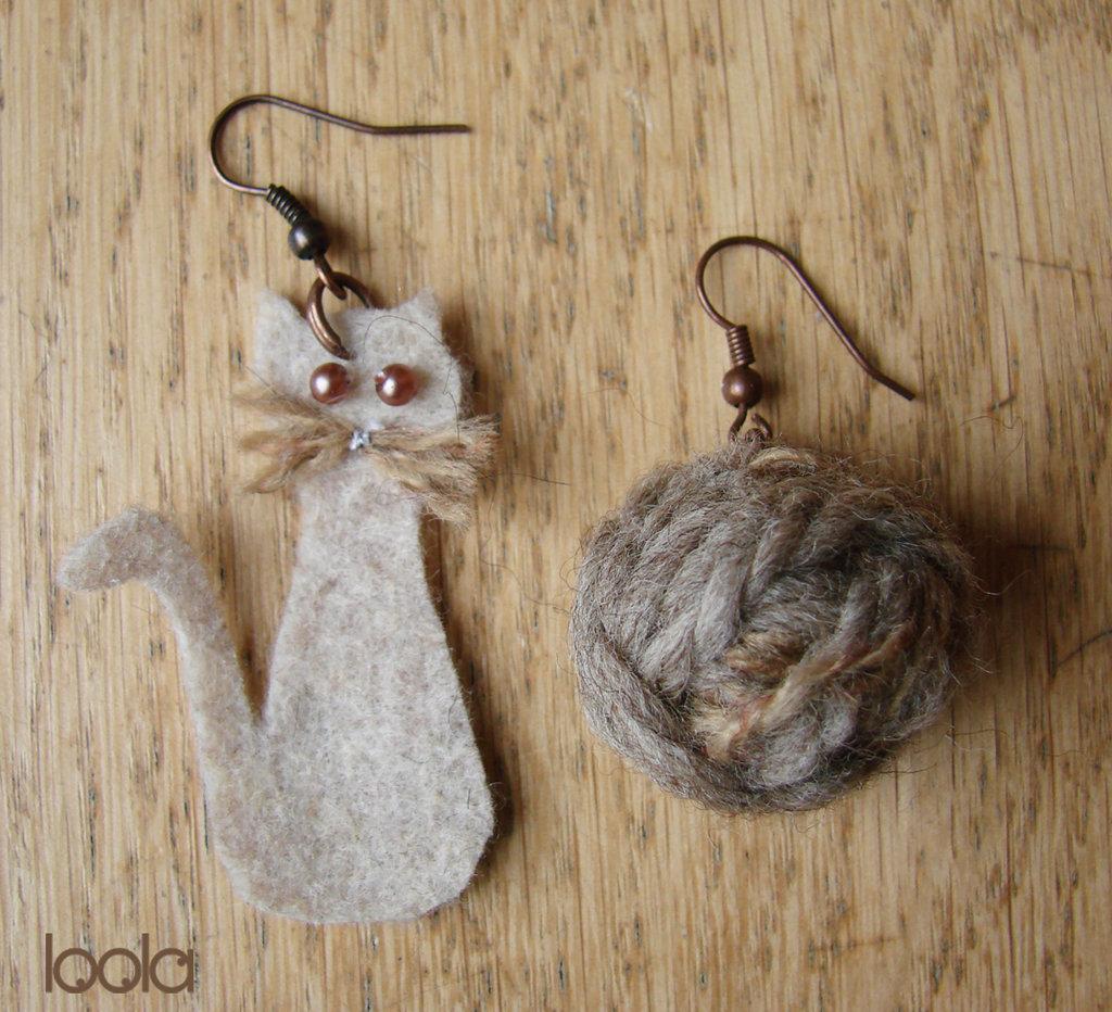 orecchini gatto&gomitolo in feltro beige
