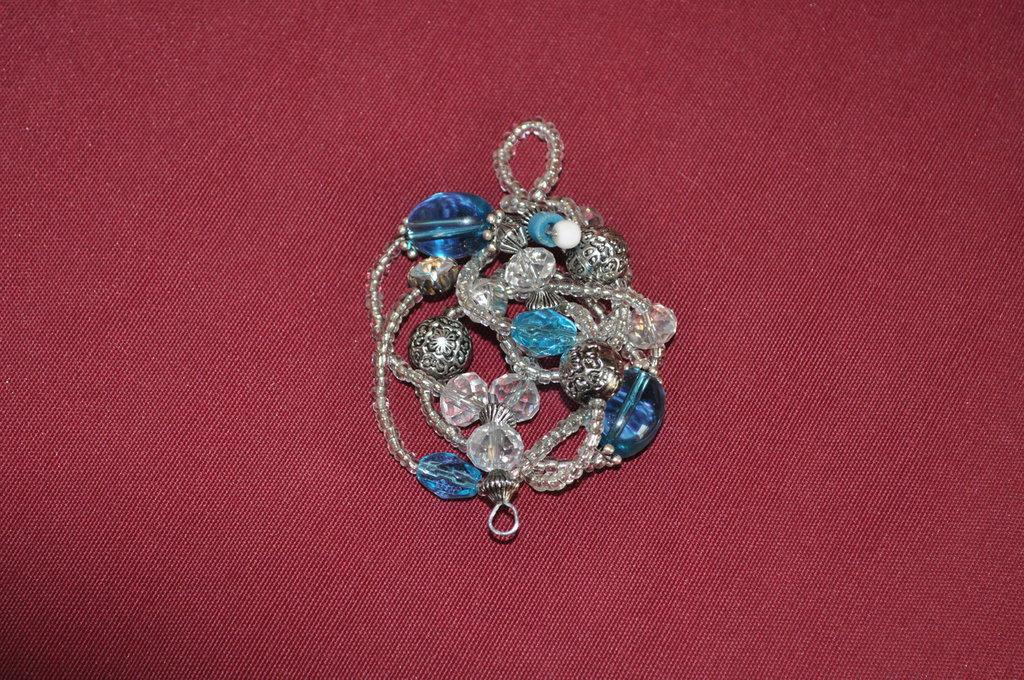 Ciondolo di perline e cristalli pezzo unico