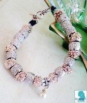bracciale di perle in acciaio intagliate e perla piccola centrale