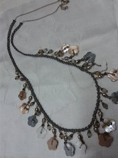 COLLANA CON ELEMENTI IN MADREPERLA