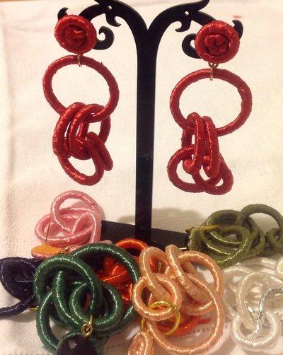 Orecchini chandelier in raffia rossa handmade