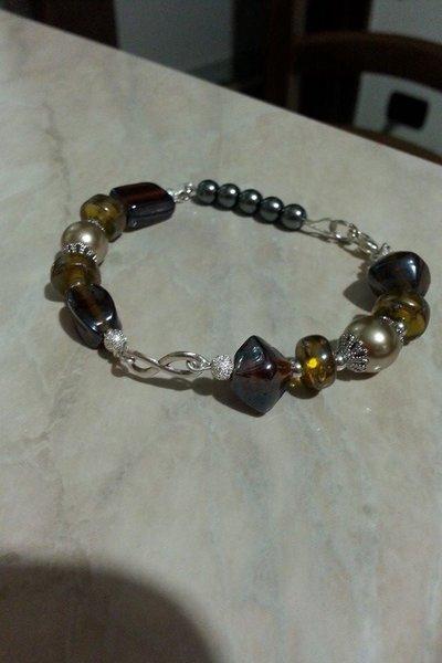 Bracciale con perle e simbolo infinito
