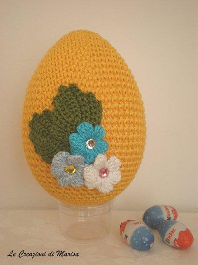 Uovo di pasqua rivestito ad uncinetto