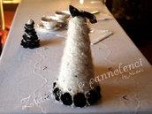 Allestimento tavola Alberello in lana cardata e panno, adornato di pizzi, rose e perle. Abbellimenti tavola. Raffinato.