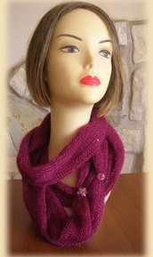 Collo da donna in lana mohair con paillettes di colore bordeaux