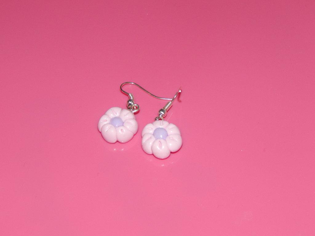 Orecchini con fiorellino