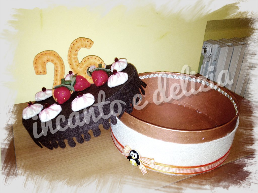 Torta auguri, contenitore in feltro