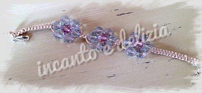 Bracciale luminoso macramè 3 fiori in perle sfaccettate