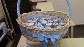 cesta porta bomboniere con i barattoli porta confetti dentro creato a mano