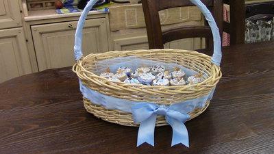 Cesta porta bomboniere con i barattoli porta confetti - Cestini porta bomboniere ...