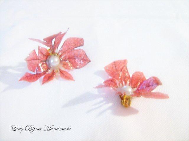 Orecchini a clip con fiore rosso fatto in Sospeso Trasparente bijoux moda donna